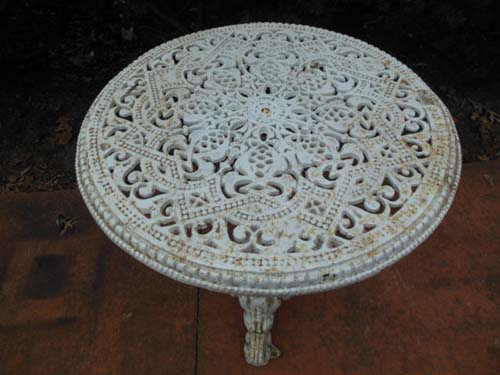 table, cast iron Round table