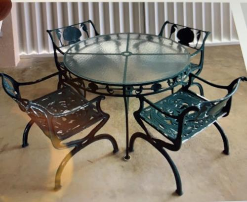 Molla Dining Set shell & sea horse. SOLD