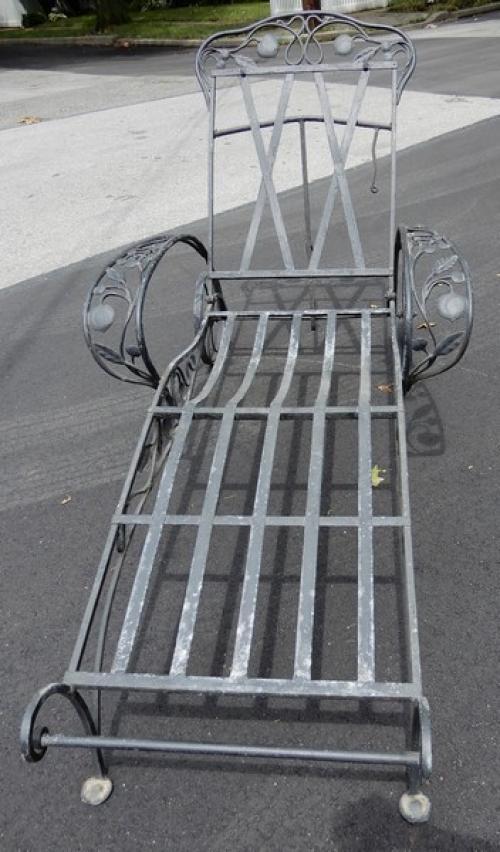 Salterini Chaise Lounge Della Robbia pattern