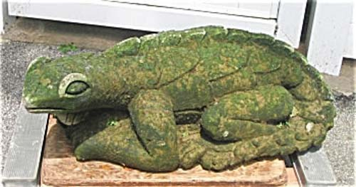 Garden- Cast Stone Lizard Sold