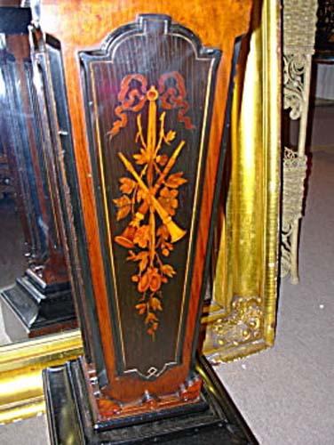 Pedestal: Victorian Renn Revivial